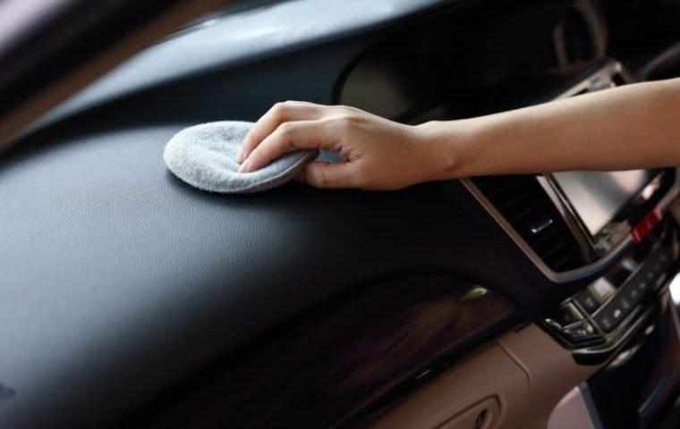 برق انداختن داشبورد خودرو و راهنمای انتخاب واکس مناسب