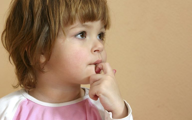 چرا کودکان ناخن می جوند؟